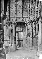 Cathédrale Notre-Dame - Portail central de la façade nord : vue vers l'est