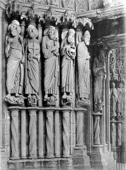 Cathédrale Notre-Dame - Portail central de la façade nord : statues-colonnes du piédroit droit