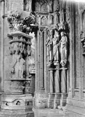 Cathédrale Notre-Dame - Portail gauche de la façade nord : statues-colonnes du piédroit gauche
