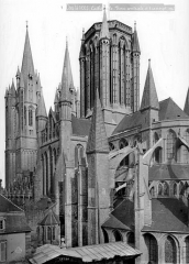 Cathédrale Notre-Dame - Angle sud-est