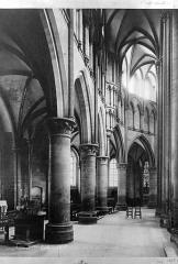 Cathédrale Notre-Dame - Vue intérieure du déambulatoire