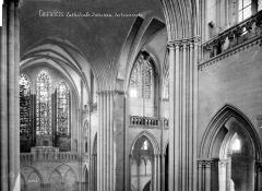 Cathédrale Notre-Dame - Vue intérieure du transept : parties hautes
