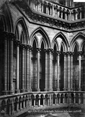 Cathédrale Notre-Dame - Vue intérieure de la tour centrale : Triforium