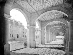 Cathédrale Saint-Bénigne - Séminaire : Vue intérieure d'une galerie