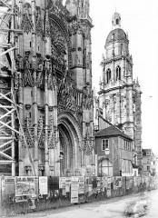 Cathédrale Notre-Dame - Façade nord : portail du transept et clocher