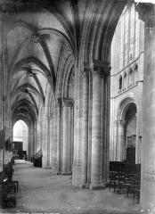 Cathédrale Notre-Dame - Vue intérieure du bas-côté nord, vers l'est