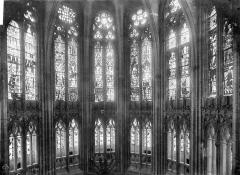 Cathédrale Notre-Dame - Vitrail du choeur : parties hautes