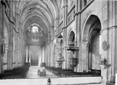 Cathédrale Saint-Mammes - Vue intérieure de la nef, vers l'entrée