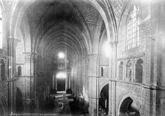 Cathédrale Saint-Mammes - Vue intérieure de la nef, vers l'entrée, prise de la tribune du choeur