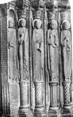 Cathédrale Saint-Julien - Portail de la façade sud : statues de l'ébrasement droit