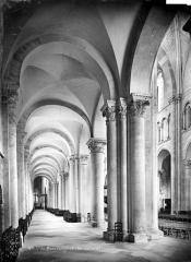 Cathédrale Saint-Julien - Vue intérieure du bas-côté nord, vers l'est