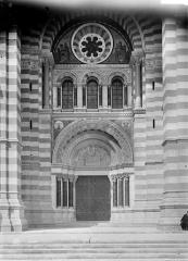 Cathédrale Sainte-Marie-Majeure, dite Nouvelle Major - Porche de la façade sud