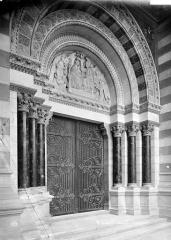 Cathédrale Sainte-Marie-Majeure, dite Nouvelle Major - Portail central de la façade sud