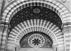 Cathédrale Sainte-Marie-Majeure, dite Nouvelle Major - Porche de la façade sud : tympan et voûte