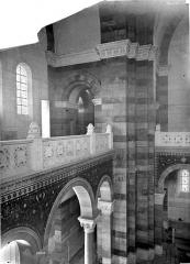 Cathédrale Sainte-Marie-Majeure, dite Nouvelle Major - Vue intérieure de la nef : Pilier de la tribune