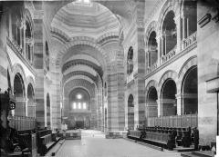 Cathédrale Sainte-Marie-Majeure, dite Nouvelle Major - Vue intérieure de la nef, vers l'entrée