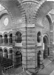 Cathédrale Sainte-Marie-Majeure, dite Nouvelle Major - Vue intérieure à la croisée du transept