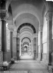 Cathédrale Sainte-Marie-Majeure, dite Nouvelle Major - Vue intérieure du bas-côté est