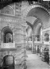 Cathédrale Sainte-Marie-Majeure, dite Nouvelle Major - Vue intérieure de la nef, vers le sud-ouest, prise du transept est