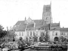 Ancien palais épiscopal - Façade nord sur le jardin