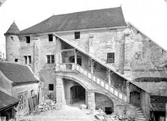 Cathédrale Saint-Etienne - Salle capitulaire : Façade avec escalier