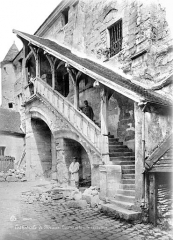 Cathédrale Saint-Etienne - Salle capitulaire : Escalier de la façade