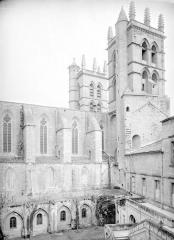 Cathédrale Saint-Pierre - Clocher, façade, partie nord et cloître