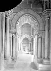 Cathédrale Notre-Dame - Porche, intérieur