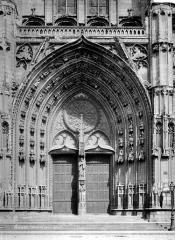 Cathédrale Saint-Pierre Saint-Paul - Portail central de la façade ouest