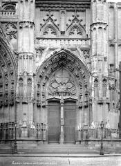 Cathédrale Saint-Pierre Saint-Paul - Portail sud de la façade ouest