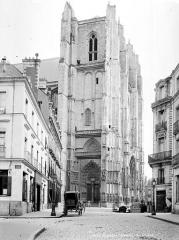 Cathédrale Saint-Pierre Saint-Paul - Clocher, côté nord