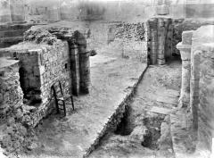 Cathédrale Saint-Pierre Saint-Paul - Crypte en cours de fouilles : pourtour