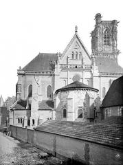Cathédrale Saint-Cyr et Sainte-Julitte - Façade ouest précédée d'une abside