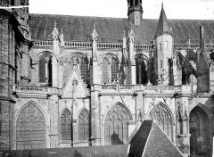 Cathédrale Saint-Cyr et Sainte-Julitte - Façade sud : fenêtres et contreforts