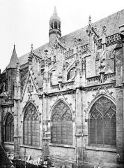 Cathédrale Saint-Cyr et Sainte-Julitte - Façade nord : fenêtres et contreforts