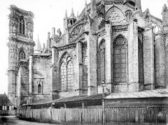 Cathédrale Saint-Cyr et Sainte-Julitte - Abside et clocher, côté sud-est