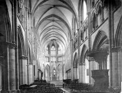 Cathédrale Saint-Cyr et Sainte-Julitte - Vue intérieure de la nef, vers le choeur