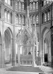 Cathédrale Saint-Cyr et Sainte-Julitte - Vue intérieure du choeur : face principale du ciborium