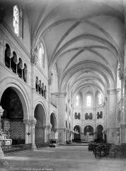 Cathédrale Notre-Dame et Saint-Castor - Vue intérieure de la nef, vers le choeur