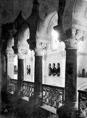 Cathédrale Notre-Dame et Saint-Castor - Vue intérieure du triforium : colonnes