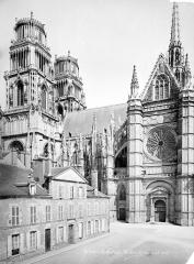 Cathédrale Sainte-Croix - Façade sud : clocher et transept