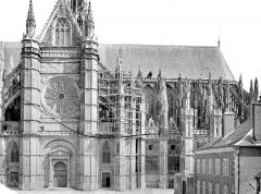Cathédrale Sainte-Croix - Façade sud : transept et partie est