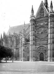 Cathédrale Sainte-Croix - Façade nord : transept et partie est