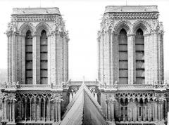 Cathédrale Notre-Dame - Tours clochers de la façade ouest : couronnement côté est
