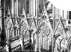 Cathédrale Notre-Dame - Façade sud : fenêtres et gables