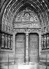 Cathédrale Notre-Dame - Façade sud de la façade ouest (portail Sainte-Anne)