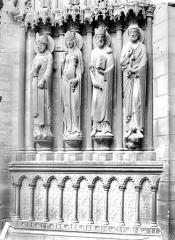 Cathédrale Notre-Dame - Portail sud de la façade ouest : statues-colonnes