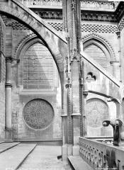 Cathédrale Notre-Dame - Façade nord : arc-boutant vu de profil, à l'est du transept