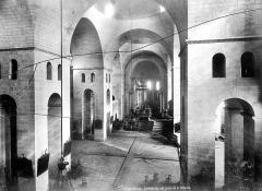Cathédrale Saint-Front - Vue intérieure de la nef, vers le choeur, prise de la tribune