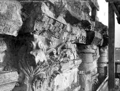 Cathédrale Saint-Front - Clocher : corniche et chapiteaux